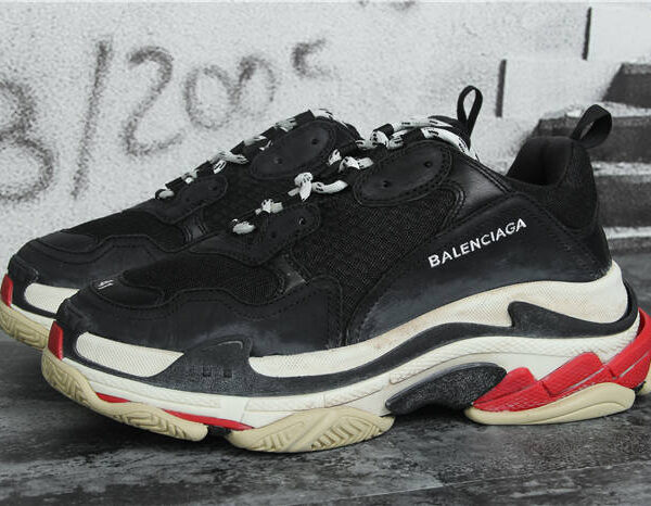 Balenciaga Triple S sneaker Black Red